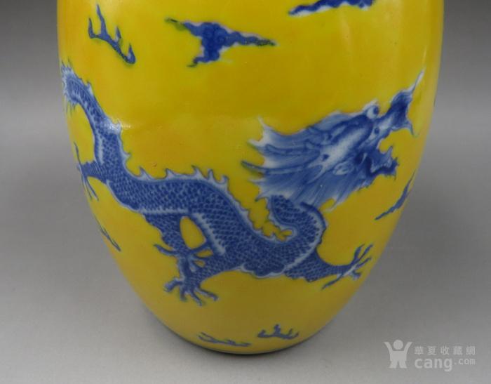 黄地青花龙纹橄榄瓶