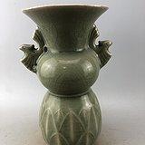 绿釉双耳开片瓷瓶A4780