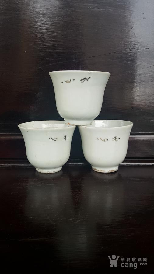 民国手绘梅花压手杯三个。