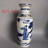 清代传世青花瓷人物瓷瓶