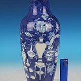 非常漂亮少见:清晚期青花留白博古纹观音瓶
