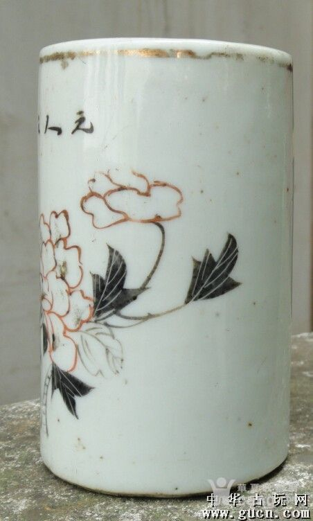 包老,墨彩描金花卉笔筒