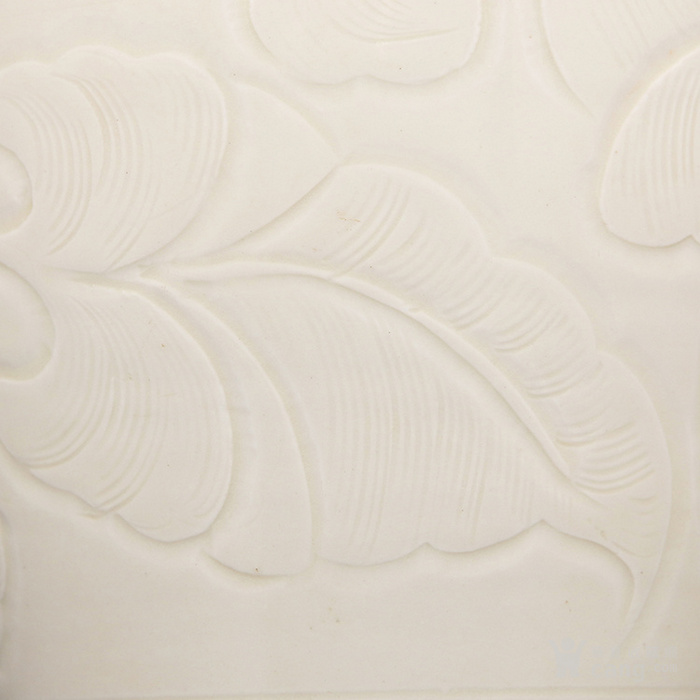 宋 定窑 月白釉刻划莲瓣牡丹纹
