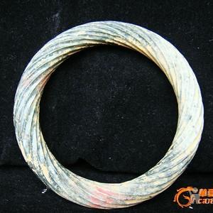 和田玉绞丝纹手镯72克。内径6.5厘米