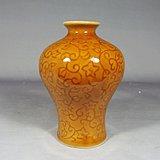 高丽瓷黄釉花卉暗刻梅瓶