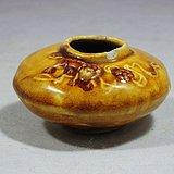 清代黄釉狮子堆塑水盂