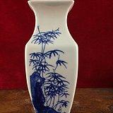 梅兰竹菊青花瓶A0149