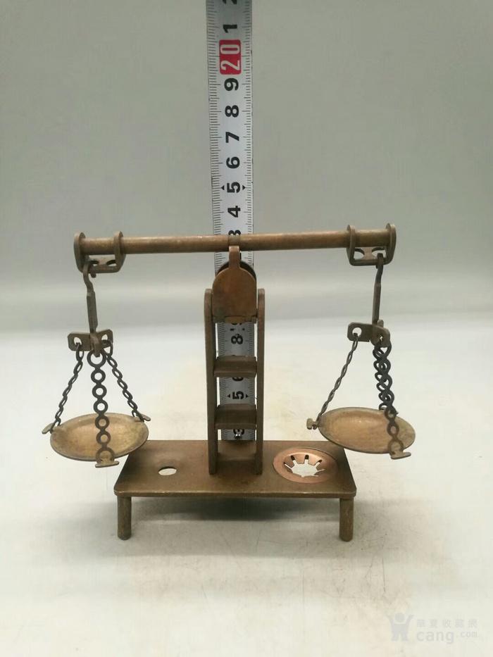 描述:铜天平秤   这件铜天平秤是纯手工制作