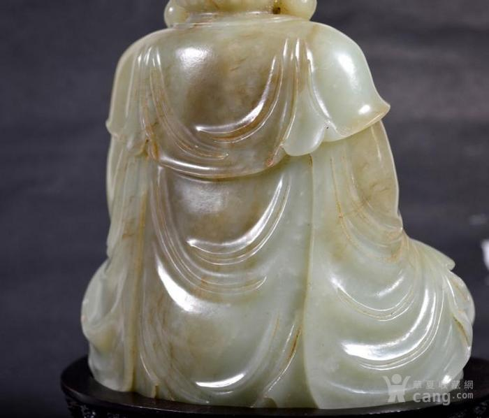 精美的玉雕佛像