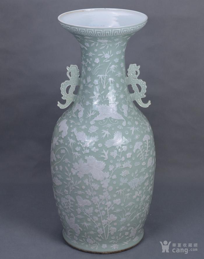 清中 500件 豆青釉堆白 大瓶图1