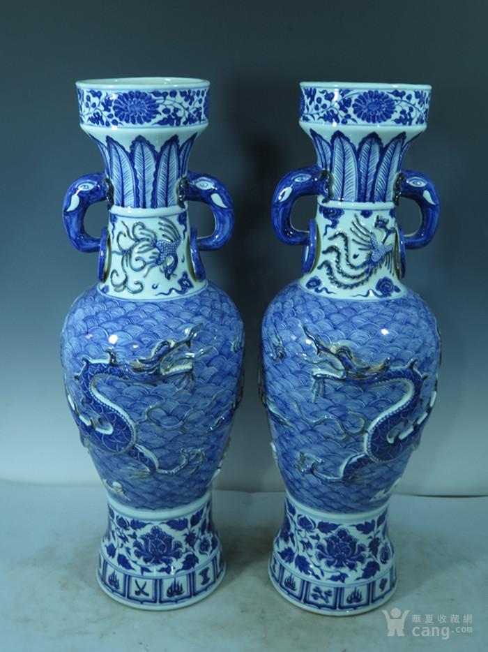 青花堆雕龙纹瓶