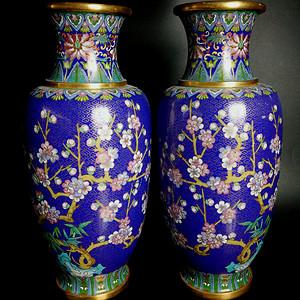 民國晚期 厚重鎏金銅胎掐絲琺瑯景泰藍喜鵲登梅花瓶一對