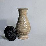 青白釉模印卷枝牡丹莲瓣纹瓶