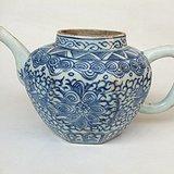 细路 清代乾隆青花缠枝纹海水纹八角形茶壶