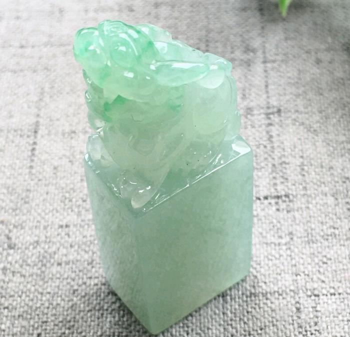 翡翠冰种精雕浅绿招财貔貅印章