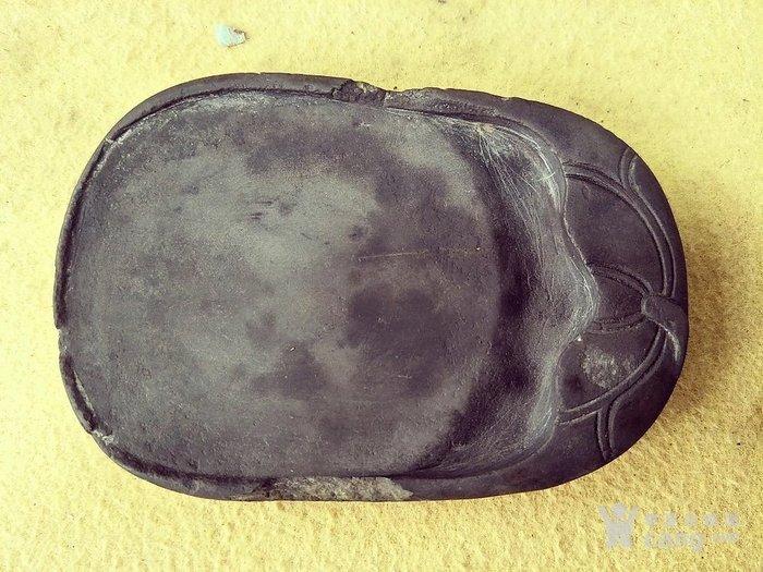 正宗青端石料,雕刻荷花图案的砚台 658