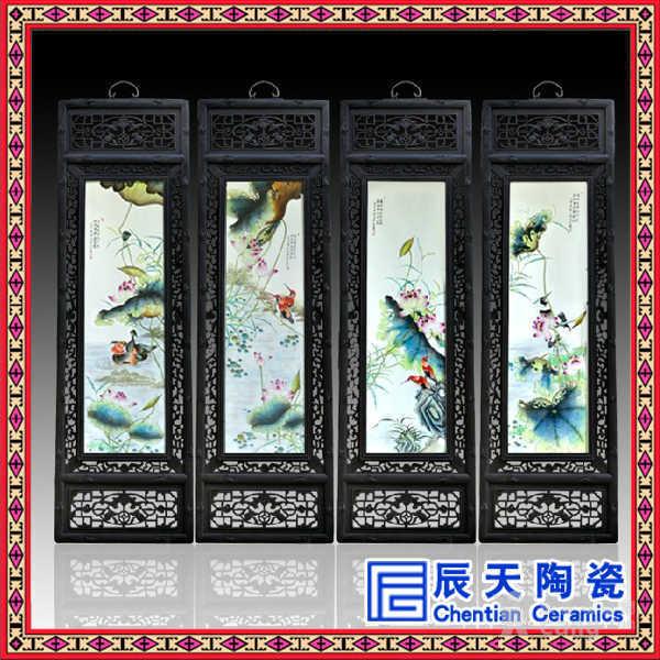 描述:瓷板画的工艺历史悠久,最早可追溯到*汉时期,到了明中叶真正意义上的瓷板画出现,清中期,随着清代瓷艺的迅猛发展,当时的瓷画艺人致力于把纸绢上的中国画移植到瓷器上,因此瓷板画受到了人们的青睐,成为重要的商品瓷。瓷板画越来越走向兴盛。嵌瓷屏风无论是围屏、插屏还是挂屏,都经常会见到上边镶嵌有装饰意味浓厚的瓷板画。品种非常多,有青花、青花釉里红、五彩、素三彩、斗彩、粉彩、墨彩、浅绛彩等等。绘画、纹饰内容涉及面也很广泛,包括人物、山水、花卉、虫鸟、翎毛、鱼藻、吉祥图案等,几乎无所不包。 景德镇瓷板画始于明清时期