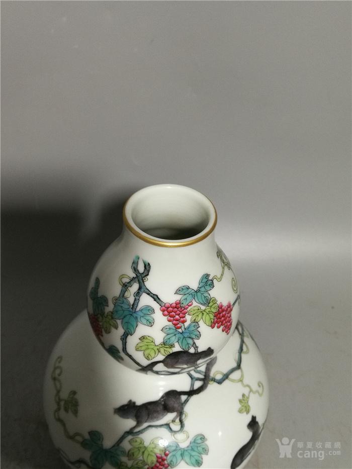 粉彩葡萄松鼠纹葫芦瓶