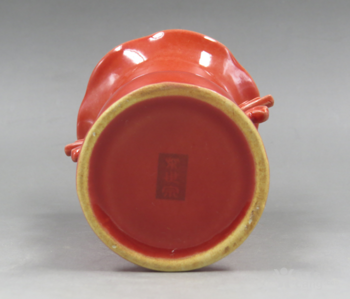 柴窑红釉花鼓凤耳瓶