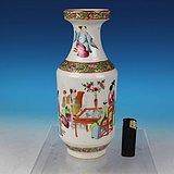 清道光广彩通景人物故事棒槌瓶,高24.8cm