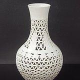 六十年代白釉搂空赏并瓶
