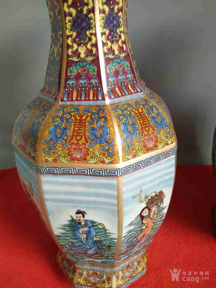 清代乾隆年制珐琅彩八仙过海图瓷瓶