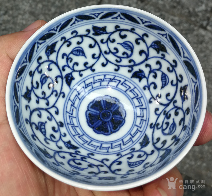 青花花纹碗