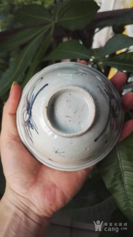 明万历青花兰草纹撇口碗。