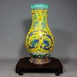 清代黄地素三彩双龙戏珠高浮雕海棠瓶