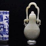 回流 旧藏和田玉籽料 璃龙饕餮乳丁纹吊瓶