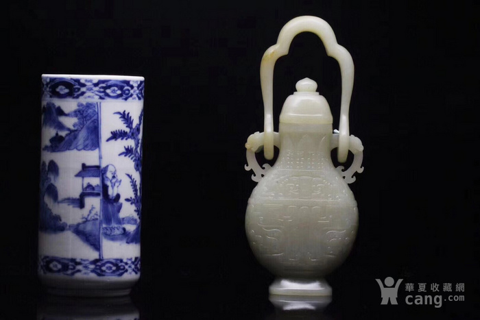 回流 旧藏和田玉籽料 璃龙饕餮乳丁纹吊瓶 图1