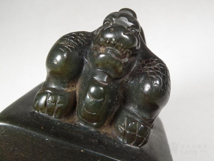 老碧绿色寿山石浮雕卧兽大方印章图8