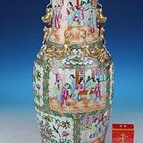 清晚期广彩开光人物花鸟狮耳大瓶,高45.7cm。