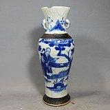 清代哥釉青花人物绘画双耳赏瓶
