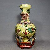 解放初期黄地粉彩盘龙堆塑绘画赏瓶