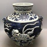 青花浮雕麒麟老瓷罐A0202