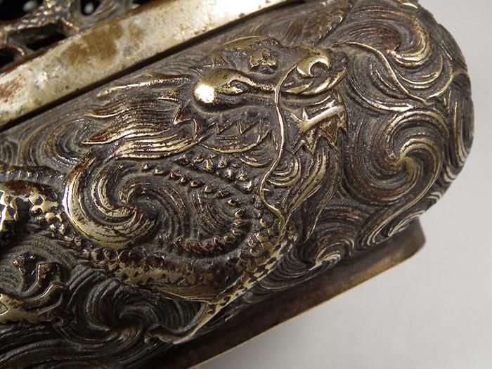 老黄铜镂空双龙戏珠盖配满工祥云腾龙纹灵芝耳大香薰炉图7