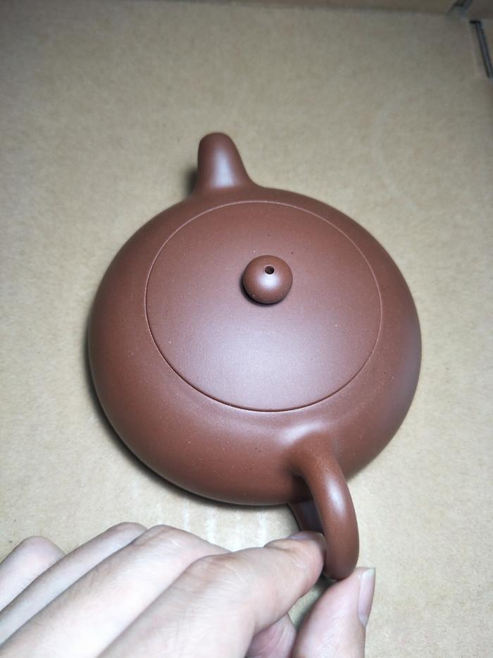 一把半月紫砂壶,