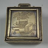 老黄铜錾刻花卉博古纹小方墨盒