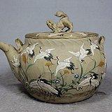 九谷时期粉彩仙鹤绘画堆塑提梁壶