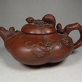 老红泥紫砂堆塑松鼠瓜果滕脉纹饰大茶壶