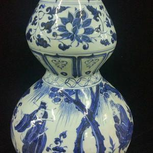 青花人物花卉葫芦瓶