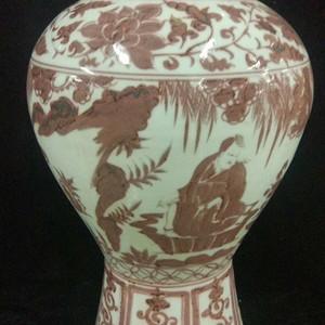 釉里红花卉瓶