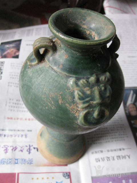 双系绿釉瓶。高19厘米
