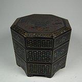 木胎黑漆地镶嵌螺钿宝石暗八仙八棱三层大漆盒