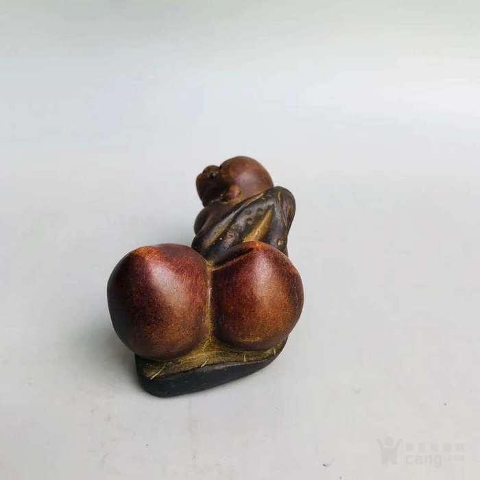 宜兴紫砂猴子背桃茶宠