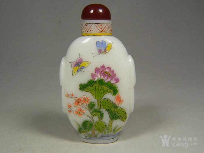 老白色琉璃描绘花卉蝴蝶花鸟纹大鼻烟壶图1