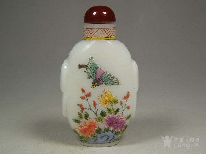 老白色琉璃描绘花卉蝴蝶花鸟纹大鼻烟壶图3