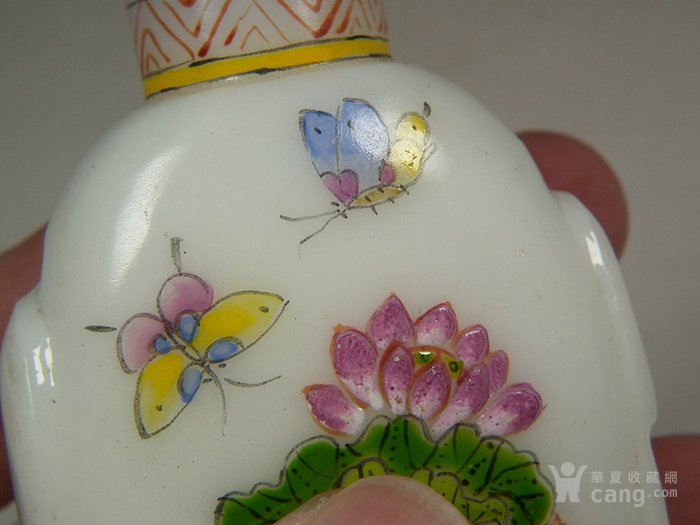 老白色琉璃描绘花卉蝴蝶花鸟纹大鼻烟壶图8