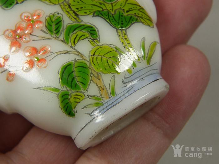 老白色琉璃描绘花卉蝴蝶花鸟纹大鼻烟壶图10